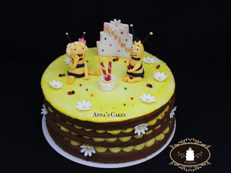 Taart met 3D bijen van suiker