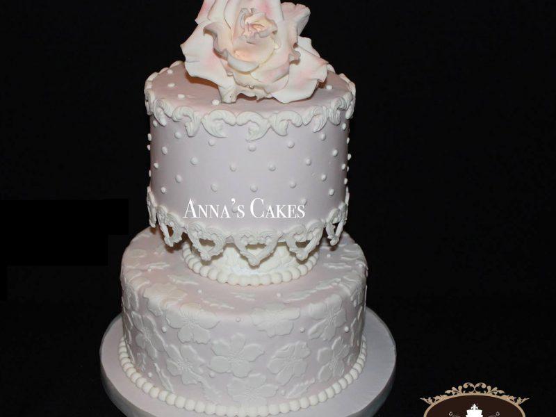 Elegante bruidstaart met suikerdecoratie