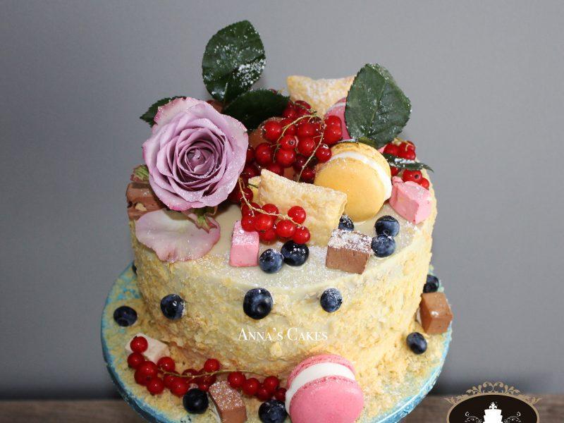 Taart met vruchten en Macarons