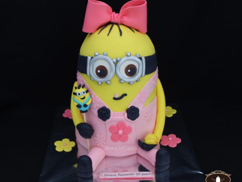 Pink minion 3d taart